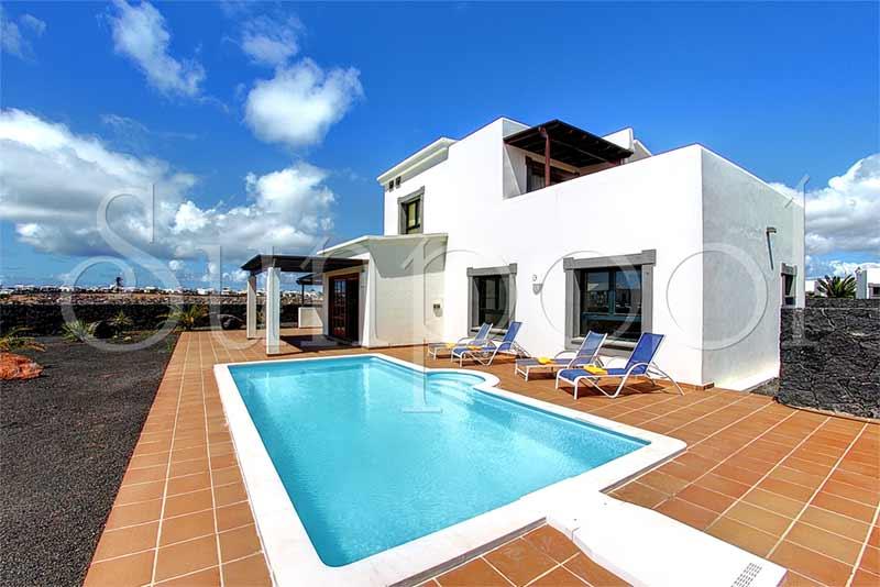 Villa coral de luxe louer maison canaries for Location villa lanzarote avec piscine