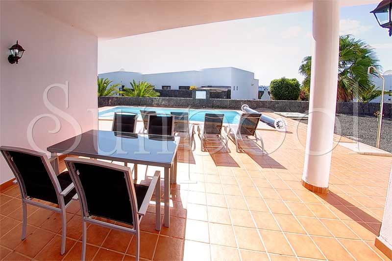 Villas blancas 2 canaries location maison for Location villa lanzarote avec piscine